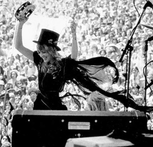 snStevie-Enjoying-herself-stevie-nicks-25527959-430-415